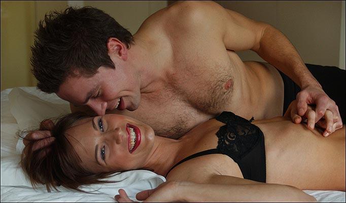 Busty amateur whore gives naughty blowjob